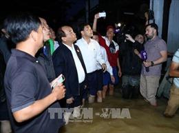 Thủ tướng lội nước, thị sát tình hình ngập lụt tại Khu phố cổ Hội An