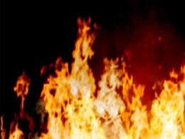 Cứu sống 5 người trong căn nhà khóa cửa bị cháy