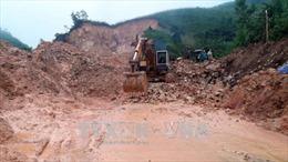 Quảng Ngãi: Đội mưa thông tuyến 300 điểm sạt lở để đảm bảo đời sống dân sinh