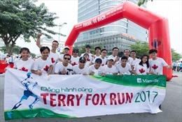 Manulife Việt Nam đóng góp gần 200 triệu cho Quỹ Terry Fox