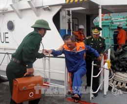 Cứu nạn tàu cá cùng 13 thuyền viên trôi dạt trên biển