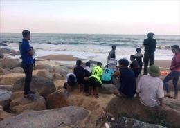 Hà Tĩnh: Rủ nhau tắm biển Thiên Cầm, 2 học sinh lớp 8 mất tích