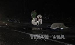 Hai xe ô tô lao dốc, cùng đâm tử vong một người đàn ông