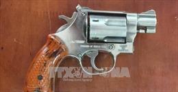 Cần Thơ: Khởi tố, bắt tạm giam chủ hãng nước đá dùng súng đe dọa giết người
