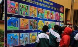 Các cô giáo xinh như hoa trên báo tường của các em