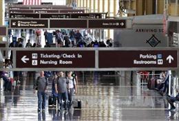 Nhà Trắng thúc đẩy thực thi đầy đủ lệnh cấm nhập cảnh mới