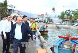 Thủ tướng thị sát khắc phục hậu quả cơn bão số 12 tại Khánh Hòa