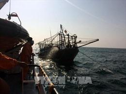 Đưa thủy thủ người Trung Quốc bị tai nạn trên biển về đất liền điều trị