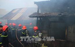 Giải cứu 4 người mắc kẹt trong vụ cháy lớn tại phố Thái Hà, Hà Nội