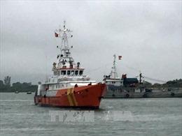 Vượt sóng cao 3m, cứu nạn thành công 7 thuyền viên và tàu cá trôi dạt trên biển
