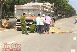 Phóng nhanh, hai thanh niên đâm vào xe ben tử vong tại chỗ