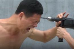 Nín thở xem máy khoan cắm thẳng vào đầu võ sư Thiếu Lâm Tự
