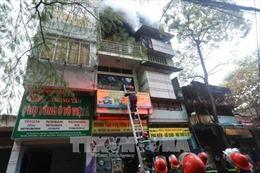Cháy cửa hàng phụ tùng ô tô tại phố Trần Khát Chân, Hà Nội