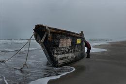 Nguyên nhân 'tàu ma' Triều Tiên dày đặc trôi dạt vào bờ biển Nhật Bản cuối năm