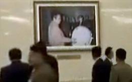 Truyền hình Triều Tiên vô tình để lộ 'bức ảnh lạ' về cố lãnh đạo Kim Jong-il