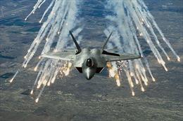 Chiến đấu cơ Nga xua đuổi F-22 Mỹ trên bầu trời Syria