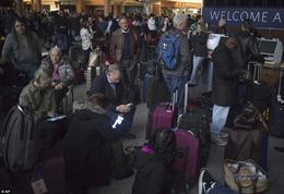 Sân bay tấp nập nhất thế giới mất điện, hàng ngàn hành khách vạ vật trong bóng tối