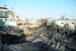 Cảnh hoang tàn, đổ nát sau vụ cháy lớn đêm qua ở TP Hồ Chí Minh