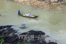 Cầu treo gãy đôi, một học sinh lớp 4 rơi xuống sông mất tích