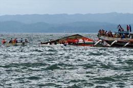 Lật phà chở 251 người ở Philippines