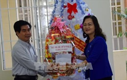 Thăm và chúc mừng Đại lễ Giáng sinh đồng bào giáo dân Bạc Liêu