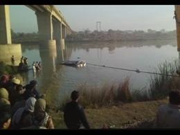 Ấn Độ: Xe khách rơi xuống sông Banas, ít nhất 42 người thương vong