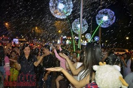Hàng ngàn người dân TP Hồ Chí Minh nô nức trong đêm Giáng sinh