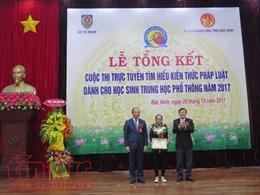 Trao thưởng cuộc thi trực tuyến tìm hiểu pháp luật dành cho học sinh THPT