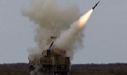 'Mãnh thú' Pantsir Nga trổ tài, phá hủy hai tên lửa tấn công căn cứ Syria