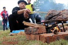 Rộn ràng phiên chợ Món ngon vùng miền tại Làng Văn hóa - Du lịch các dân tộc Việt Nam