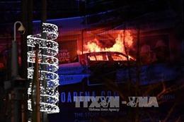 'Bà hỏa' thiêu rụi hàng trăm xe ô tô tại bãi đỗ ở Anh