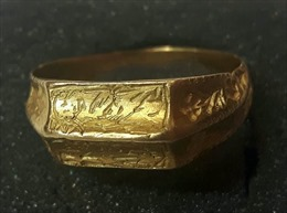 Đào được nhẫn vàng cổ trị giá cả chục nghìn USD trên cánh đồng