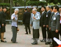 Việt Nam bất ngờ xuất hiện trong thơ mừng năm mới của Nhật Hoàng