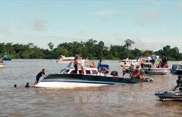 Lật tàu chở khách ngoài khơi phía Tây Indonesia, nhiều người mất tích