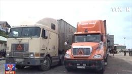 Hai xe container vận chuyển trái phép máy hàn, xe lu đã qua sử dụng