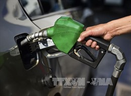 Giá dầu ngọt nhẹ Mỹ lại chạm mức 'đỉnh' kể từ năm 2015