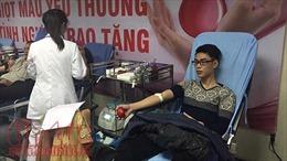 Trời mưa rét, nhiều người vẫn xếp hàng hiến máu nhóm O