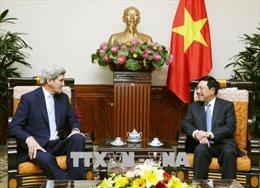 Phó Thủ tướng Phạm Bình Minh tiếp cựu Ngoại trưởng Hoa Kỳ John Kerry