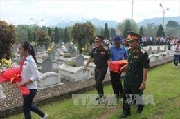 Tổ chức lễ truy điệu, an táng 9 hài cốt quân tình nguyện Việt Nam hy sinh tại Lào