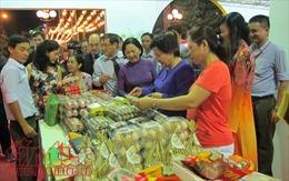 Doanh nghiệp bắt đầu đưa hàng Tết 'sạch', bình ổn giá đến tận khu dân cư