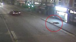 Lái xe Audi hất tung người qua đường 20m rồi bỏ chạy