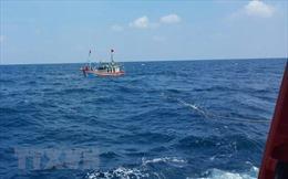 Kịp thời cứu 6 ngư dân gặp nạn trên biển