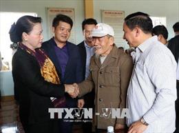 Chủ tịch Quốc hội chúc Tết các gia đình chính sách tại Hà Tĩnh