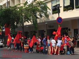Dịch vụ 'ăn theo' trận chung kết U23 châu Á tại phố đi bộ Nguyễn Huệ đắt đỏ