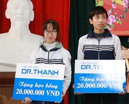 Học bổng 'Chuyện nhà Dr. Thanh' nâng cánh ước mơ cho học sinh nghèo trong ngày giáp Tết