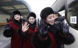 Bất ngờ với đội cổ vũ Triều Tiên xinh đẹp như hoa vừa đổ bộ Hàn Quốc