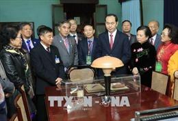 Chủ tịch nước Trần Đại Quang và đại biểu kiều bào dâng hương tưởng nhớ Bác Hồ