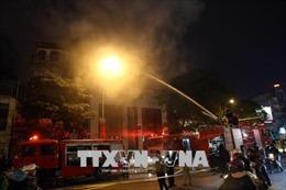 Cháy nhà 4 tầng trên phố Trần Duy Hưng, Hà Nội