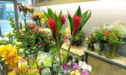 Để hoa tươi trong 7 ngày Tết nhất định phải biết những bí quyết này