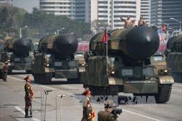 Triều Tiên phô diễn tên lửa đạn đạo Hwasong-15 có tầm bắn 13.000 km